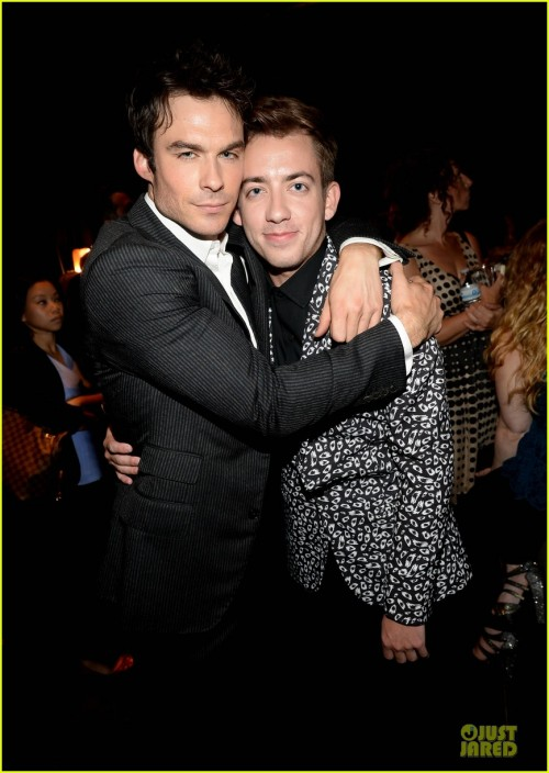 kevin-mchale-ian-somhalder-bromance-at-young-hollywood-awards-10.jpg