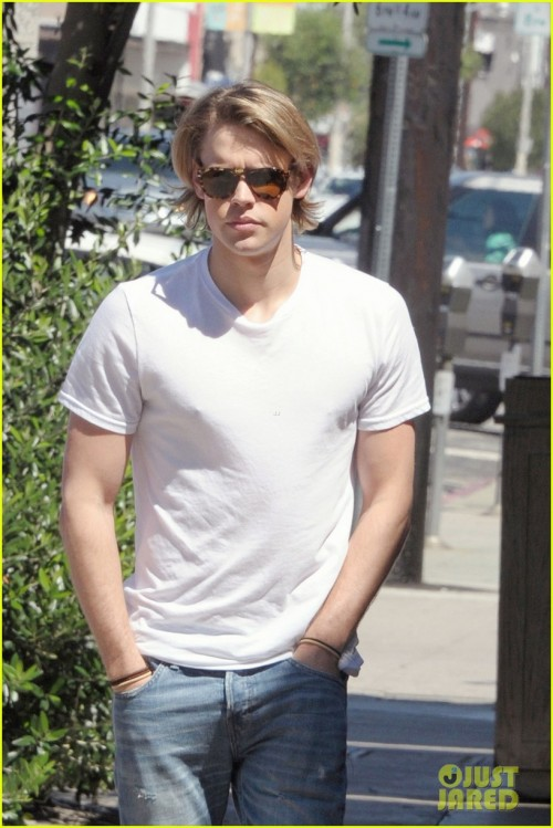 chord-overstreet-lunches-after-glee-begins-filming-02.jpg