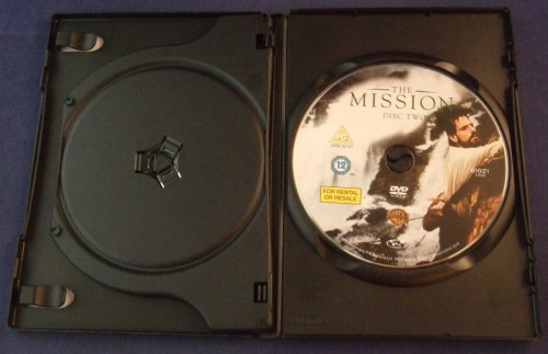 the_mission_dvd_r2_open2.jpg